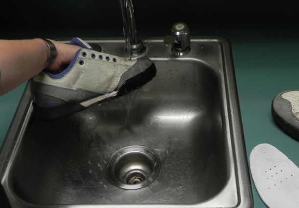wetting your shoes help the cleaning gel to work properly